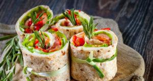 Łososiowe rollsy z warzywami