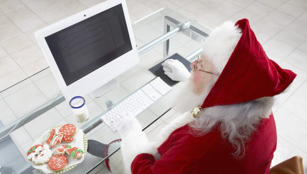 Mikołaj przy komputerze