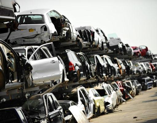 Dużo starych samochodów