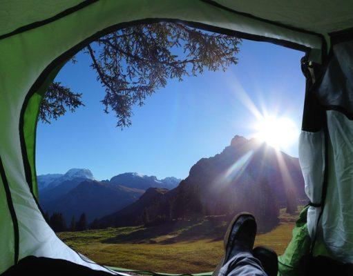 Widok z wnętrzna namiotu