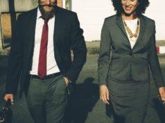 Kobieta i mężczyzna z brodą