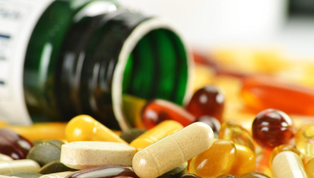 Buteleczka i dużo tabletek