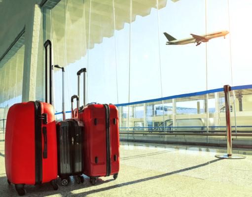 Trzy walizki na lotnisku
