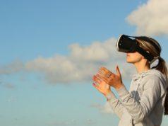 Kobieta w googlach VR