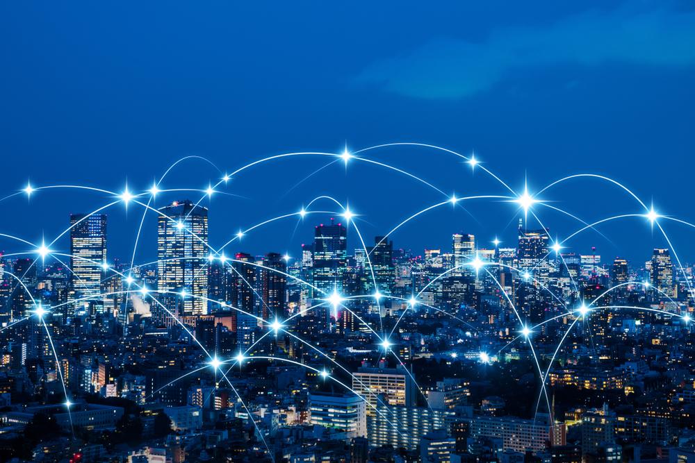 Sieć połączeń ponad miastem