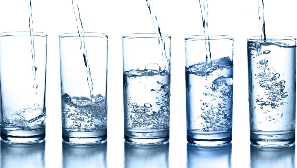 Woda w szklankach