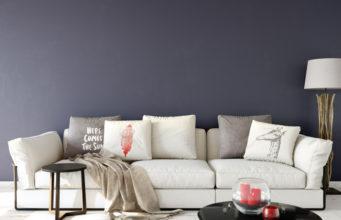 Biała sofa w aranżacji skandynawskiej