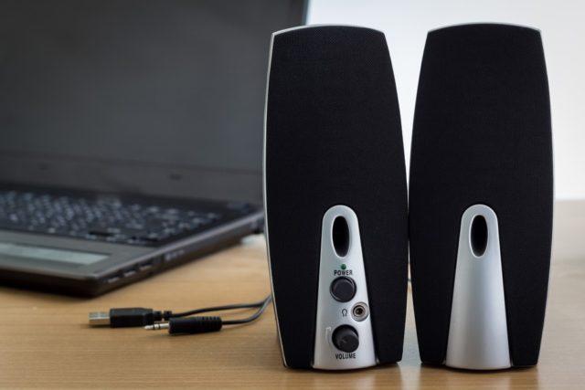 Głośniki przy komputerze