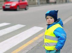 Dziecko w kamizelce odblaskowej