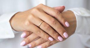 zdobienie paznokci latem