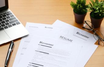 Kartka z napisem Resume
