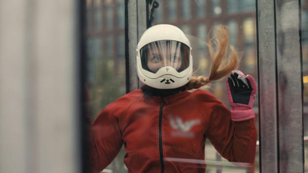 Kobieta w tunelu aerodynamicznym