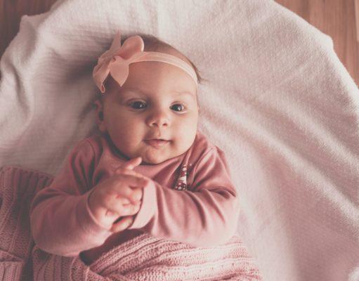 Dla niemowląt i małych dzieci doskonałym wyborem będzie ręcznik bambusowy ze specjalnym kapturkiem, który ułatwi osuszenie ciała i główki dziecka po kąpieli oraz zapewni wysoką higienę