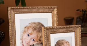 Ozdobne ramki na zdjęcie z dziewczynką i psem mopsem