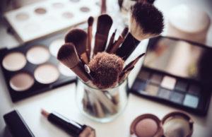 kosmetyki kolorowe i pędzle