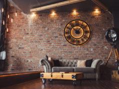 loft ze ścianą z cegły