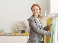 ruda dziewczyna minimalizm ubrania