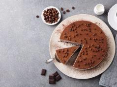 czekoladowe ciasto widziane z góry