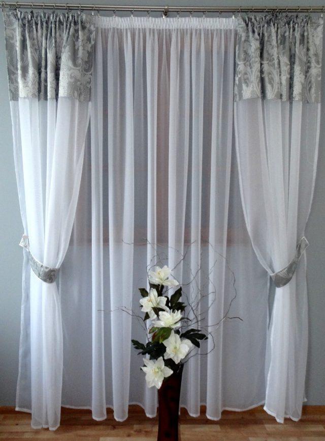 dekoracyjne firany w salonie