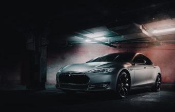 elektryczny samochód Tesla