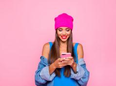 instagramerka blogerka ze smartfonem
