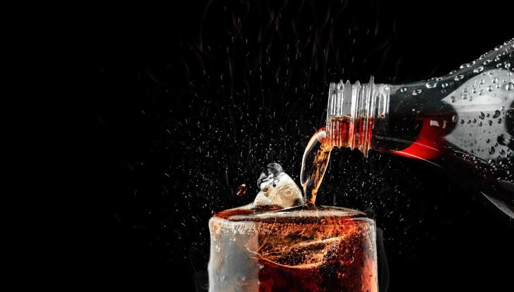 coca cola nalewana do szklanek
