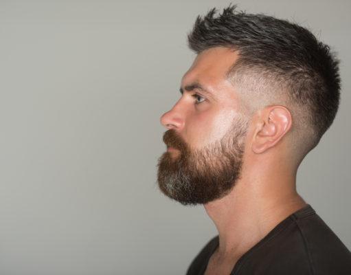 mężczyzna z brodą profil