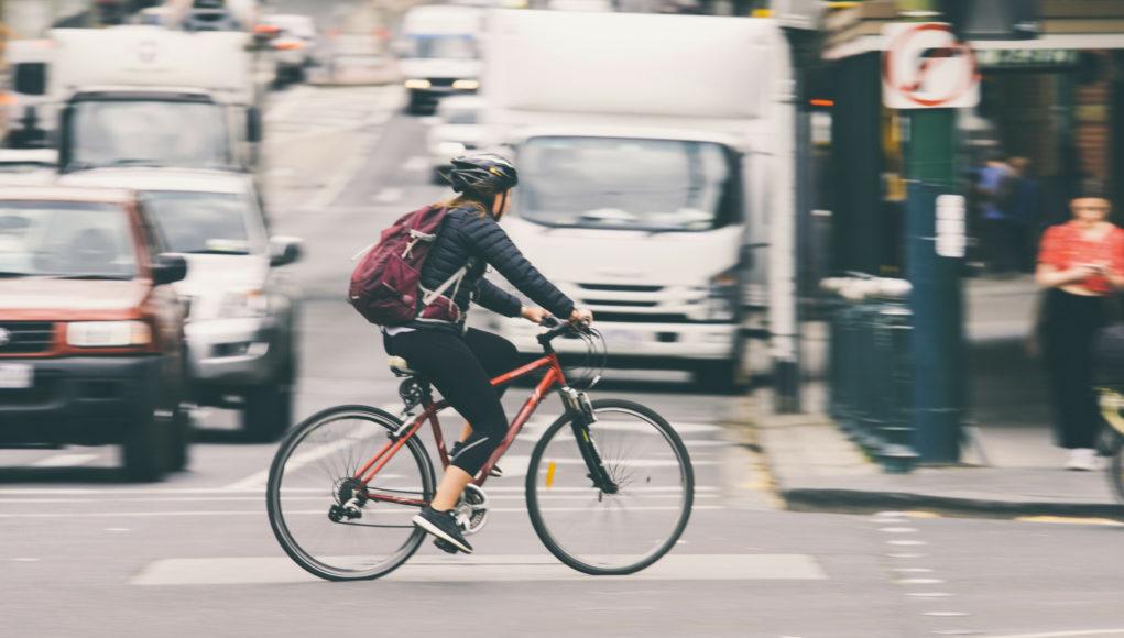 rowerzystka w mieście