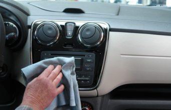 czyszczenie auta w środku