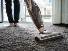Sprzątanie z użyciem odkurzacza bezworkowego