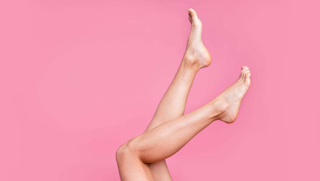gładkie kobiece stopy