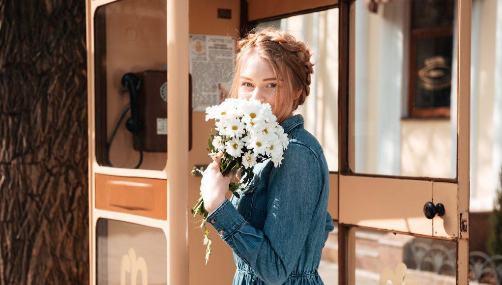 dziewczyna w wiosennej sukience