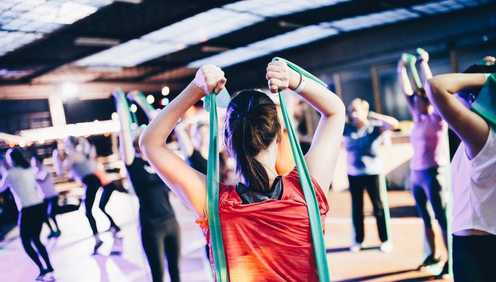 sala treningowa trening z gumami