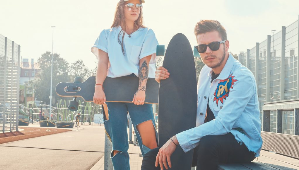 para w jeansowych stylizacjach