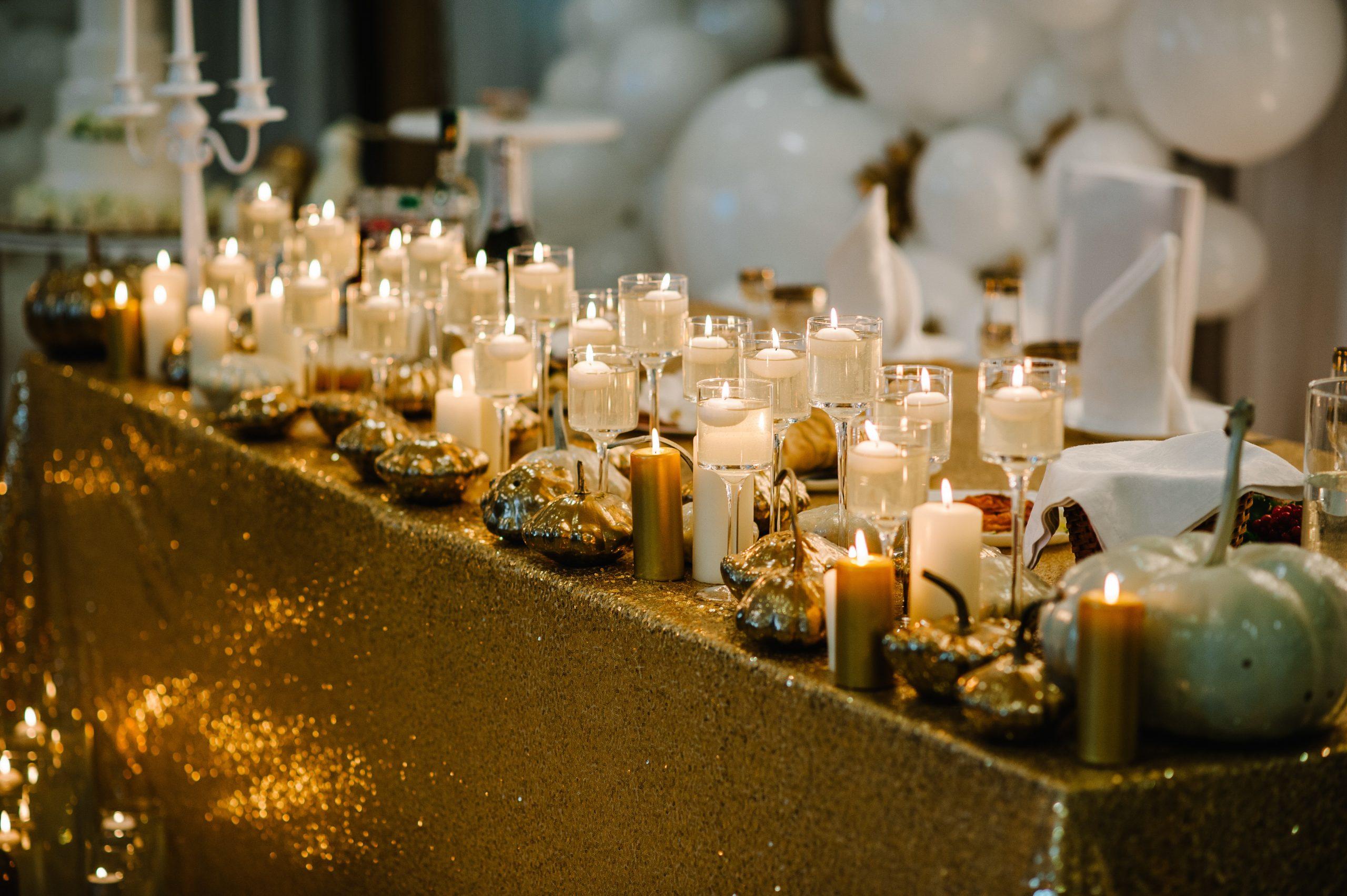 jesienny stół weselny świece